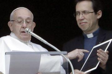 رهبر کاتولیک ها از اپلیکیشن دعا خواندن رونمایی کرد