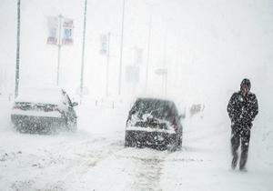 ارتفاع برف در گردنههای کوهرنگ به یک متر رسید/ مسیر ارتباطی ۳۲ روستای این شهرستان مسدود شد
