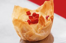 کاسههای فیلو با پنیر فتا؛ کامل و مقوی