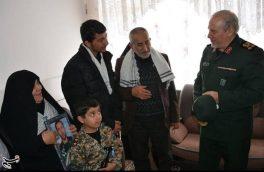 دیدار سرلشکر رحیمصفوی با خانواده شهید مدافع امنیت+تصاویر