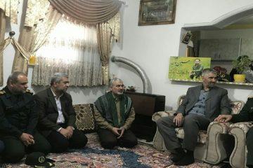 دیدار سردار فضلی با خانواده شهید حسین جوینده + عکس