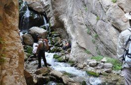 آبشار تنگه رود قر؛ طنازی در کمرکش کوههای استوار