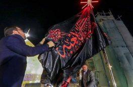 پرچم عزا بر گنبد حرم امیرالمؤمنین (ع) برافراشته شد+عکس