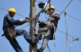 شکسته شدن درختان برق مناطقی از خرمآباد را قطع کرد