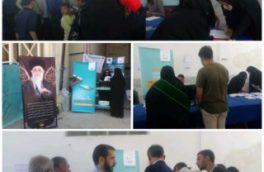 برپایی میز خدمت در مصلای نماز جمعه اصفهان توسط مخابرات منطقه اصفهان