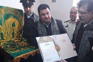 اهدا مدال ورزشی شهید کارچانی به آستان قدس رضوی