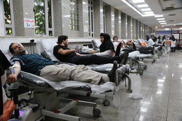 اهدای خون کارکنان کمیته امداد اصفهان به بیماران نیازمند