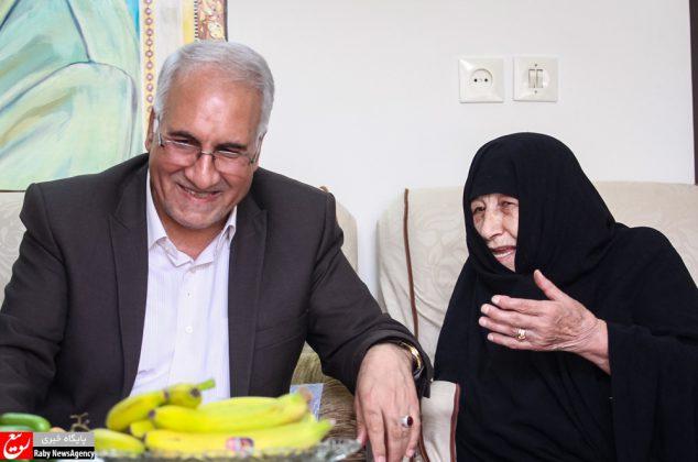 حضور شهردار اصفهان در منزل شهید خرازی