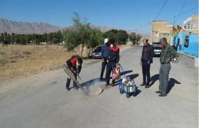 اتمام عملیات سمپاشی منهولهای فاضلاب در شهر بویین میاندشت
