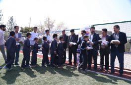 شادمانی دانش آموزان مناطق محروم استان یزد از توزیع نوشت افزار طرح حذف قبوض برق