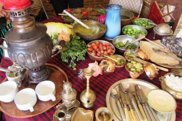 سرو غذاهای سنتی در اقامتگاههای بوم گردی استان کردستان