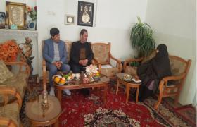 همزمان با دهه مبارک فجر جمعی از بسیجیان آبفا نجف آباد با هماهنگی بنیاد شهید با سه خانواده شهید دیدار کردند