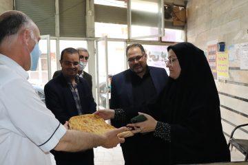 """توزیع نان"""" صلواتی """" پنج نانوایی در مناطق محروم شهرستان قدس"""