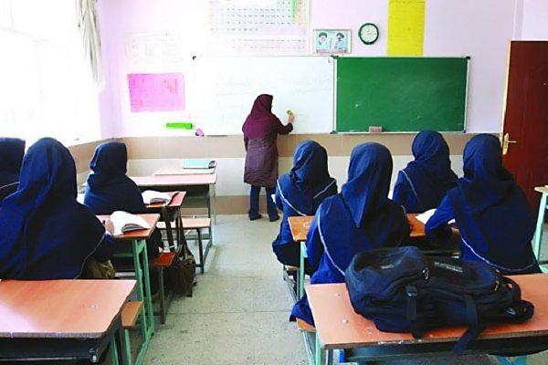 تعطیلی ۱۴ روزه مدارس روستاهای فریدونشهر/پای آموزش پیمانی می لنگد