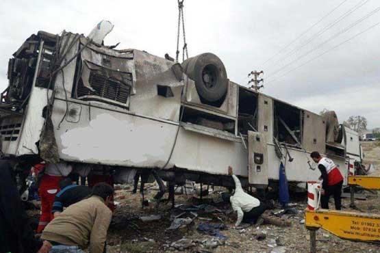 یک کشته و ۲۳زخمی در حادثه اتوبوس اساتید دانشگاه / پلیس: راننده معتاد بود!